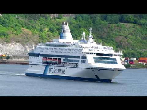 Ferry PEARL OF SCANDINAVIA leaving Oslo