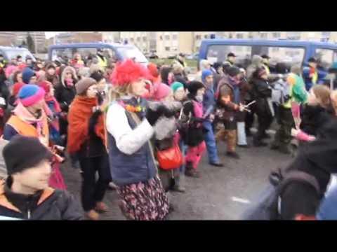 Copenhagen police tackle climate protest