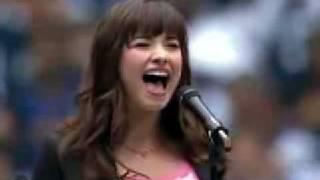 Demi Lovato cantando el Himno Nacional de EUA (eso creo jej)