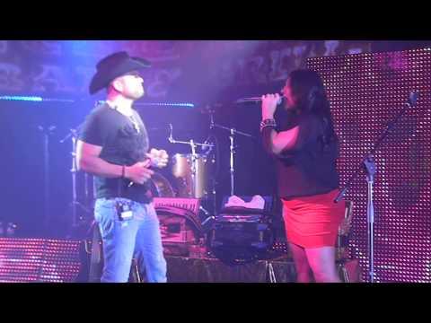 Michael Salgado Y Sarah cantando Quedemos como amigos.