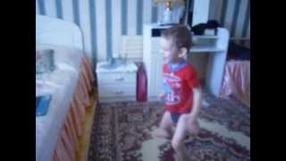 Ребенок зажигает под  клип psy gangnam style