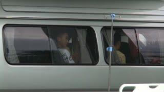 Thaïlande: les enfants rescapés de la grotte quittent l