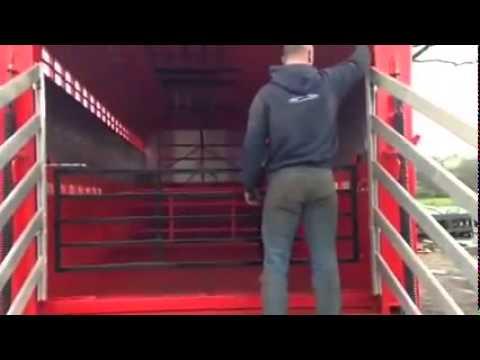 Hydraulic Deck Livestock Trailer