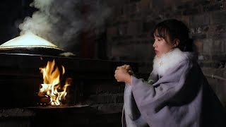 On the first snowy night, cook a pot of chicken with firewood to get warm初雪寒夜,煮上锅热腾腾的川味柴火鸡暖暖身 Liziqi