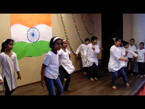 performance on Independence day by Primary kids
