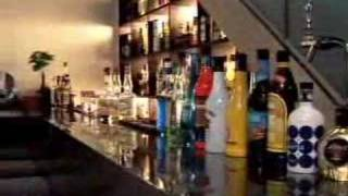 bar のCMです。あまりお酒をのまない私にでもおいしそうにみえます。こ...
