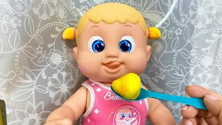 История как Маша нашла грустную куклу под дверью