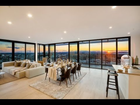 World Class Freehold Penthouse with Iconic Views