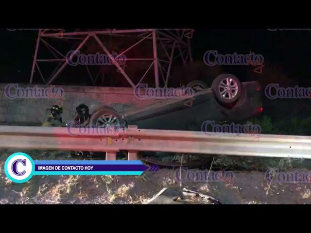 🚨🚨 Un Kia, destruido tras volcar por Ciudad Industrial; conductor, con golpes leves.