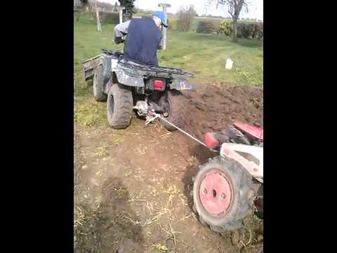 Labour 2014 dans le jardin avec le quad youtube for 6 jardin guillaume bouzignac