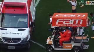 Lucas Pratto recibió un rodillazo en la cabeza y fue trasladado en ambulancia al hospital