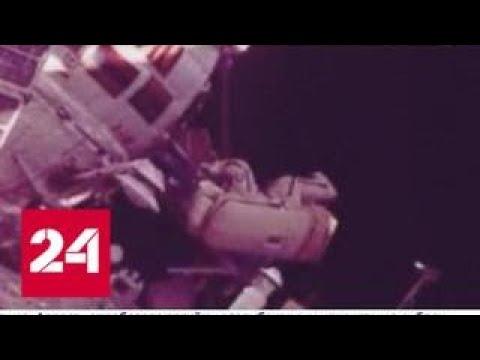Российские космонавты продолжают работу в открытом космосе - Россия 24