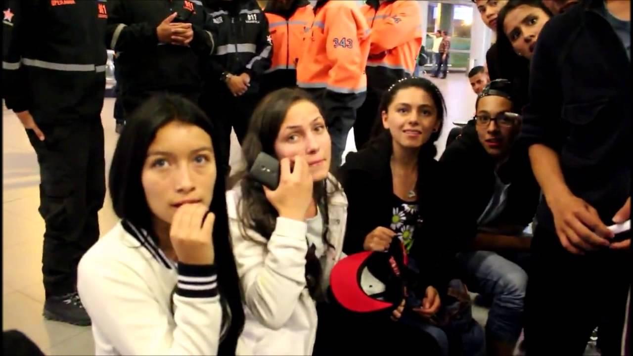 88c4ffff2d609 Roban la gorra del rubius en el Aeropuerto de Bogotá CMF Colombia - YouTube