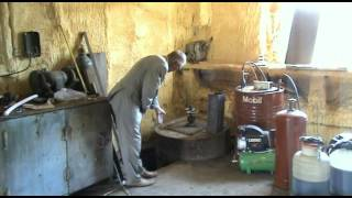 Установка для получения биогаза(Магнитогорский центр биоэкономики. Организатор центра рассказывает про получение биогаза и биоудобрений..., 2012-06-14T13:34:31.000Z)