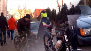 видео Перевозка велосипеда в автомобиле