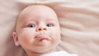 видео Что делать если новорожденный икает после еды