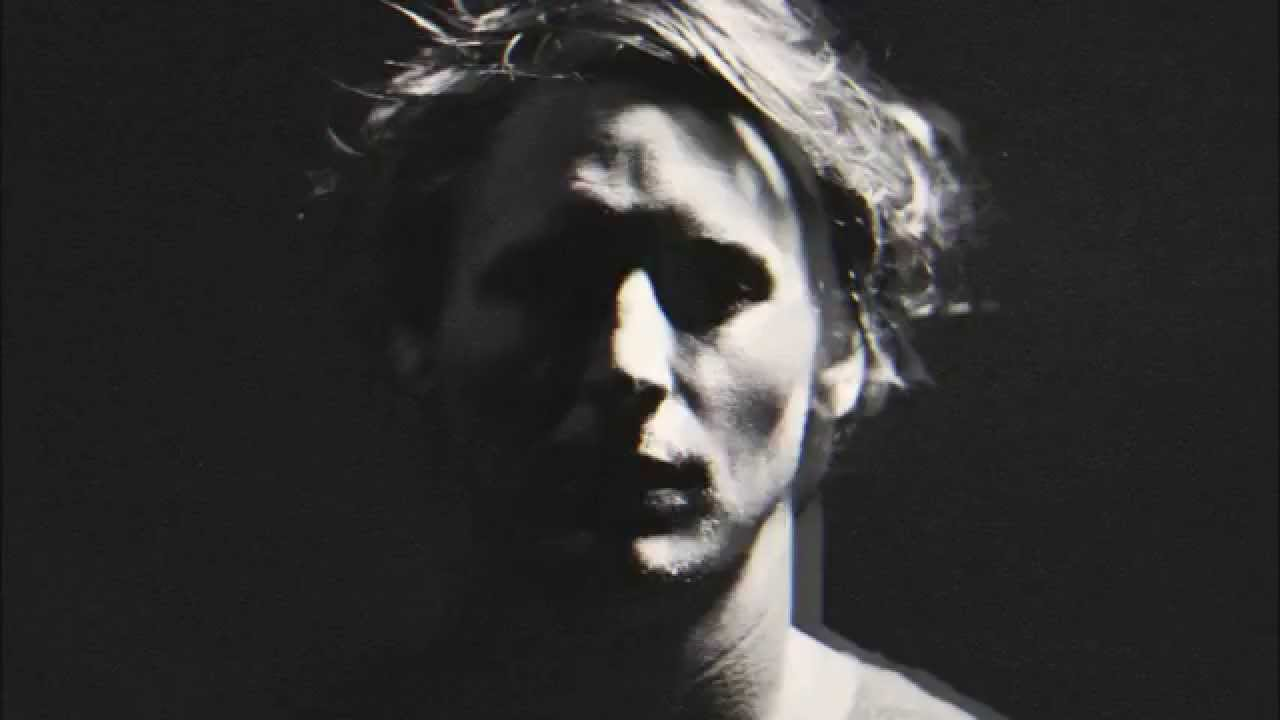 ben-howard-she-treats-me-well-haley-betts