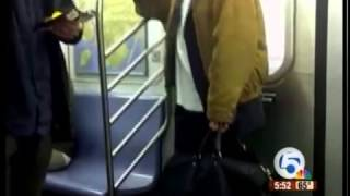 Man breaks up subway fight while eating potato chips
