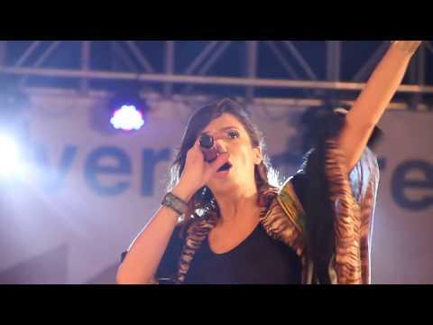 Zaho sur scène à Conakry