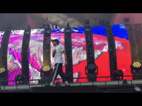 Steve Aoki featuring Louis Tomlinson - Just Hold On, Live at Ultra Music Festival