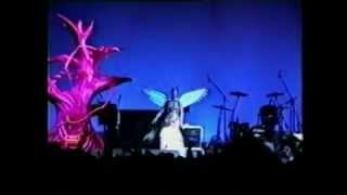 Kurt Cobain - Destroying Guitars and amps