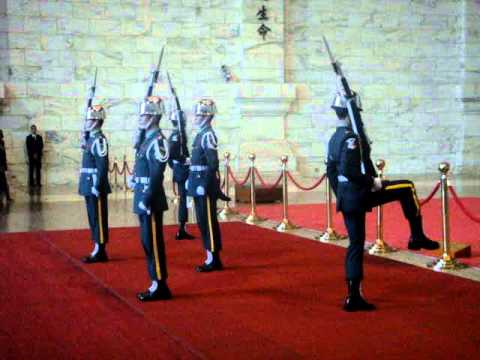 Army Guard Changing at CHiang Kai Shek Memorial Hall  MOV03318.MPG