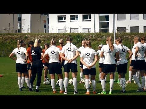 U 19-Frauen vor dem Spiel gegen Italien