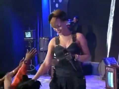 Rihanna - HARD - ft.Young Jeezy - live Performance