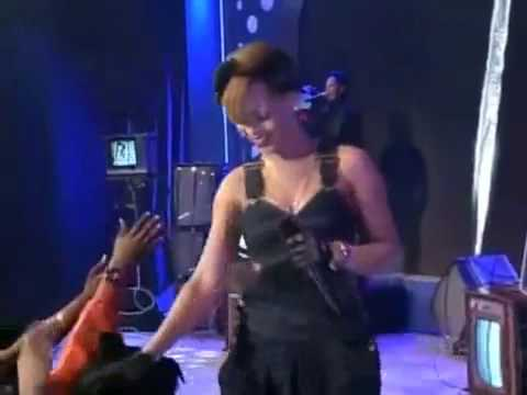 Rihanna  HARD  ftYoung Jeezy   Performance