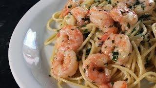 Spaghetti com camarões ao creme fresco
