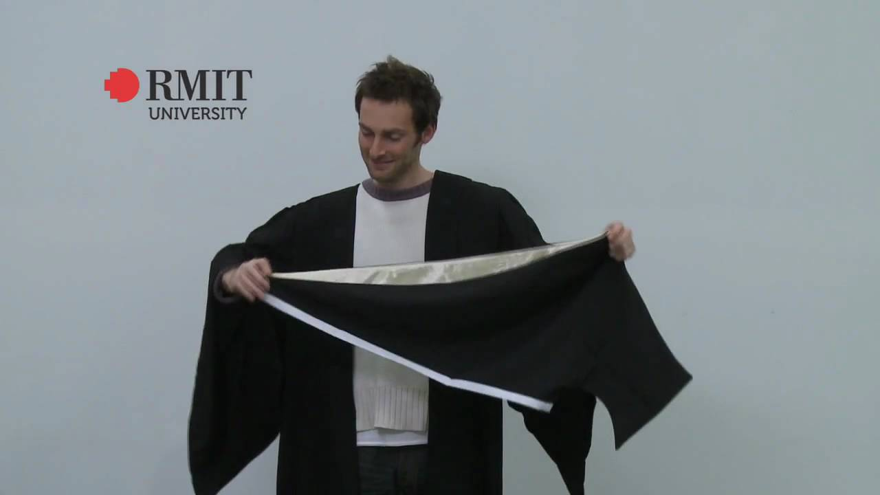 How to wear a Bachelor hood - RMIT University - YouTube