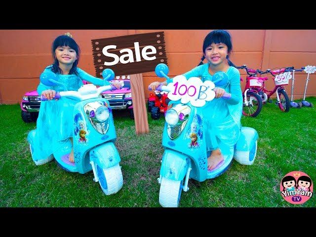 หนูยิ้มหนูแย้ม | ทำงานเก็บเงินซื้อรถเอลซ่า YimYam Pretend Play with new Toy Cars