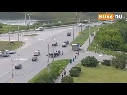 Водитель Шкоды протаранил грузовик