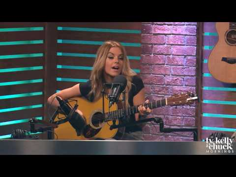 "Lindsay Ell Performs ""Waiting On You"" Acoustic"
