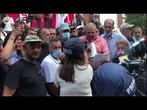 متظاهرون لبنانيون يقتحمون مبنى وزارة الخارجية اللبنانية ويعتبرونه -رمزا للثورة-  - نشر قبل 2 ساعة