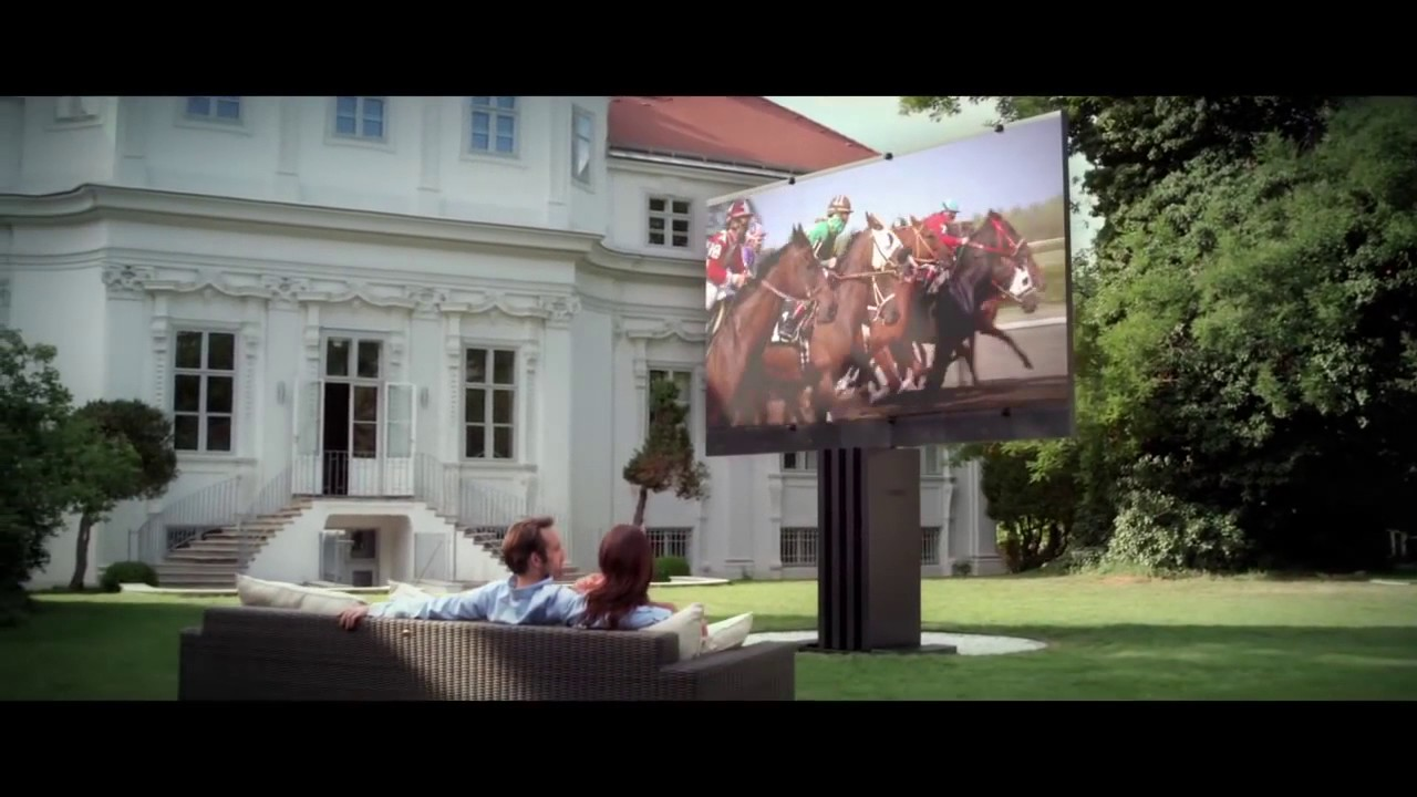 C seed 201 the world s largest outdoor led tv by porsche for Home and garden tv design on a dime