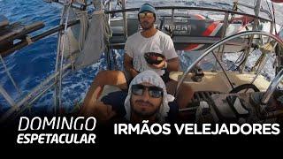 Irmãos velejadores cruzam tempestade e ficam à deriva no meio do Pacífico