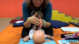 Come fare un massaggio rilassante al neonato