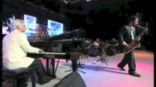 Carpenter Center CSULB: David Benoit Christmas Tribute to Charlie Brown