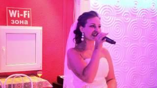 Невеста поёт жениху.Анна и Павел.