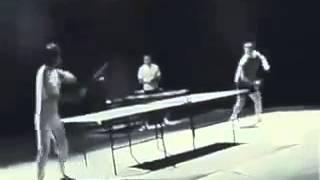 Таких больше не будет!!! Брюс Ли играет в настольный теннис
