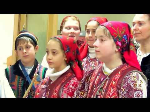Grupul de copii-colindatori din satul Poeni ,comuna Pietroasa ...
