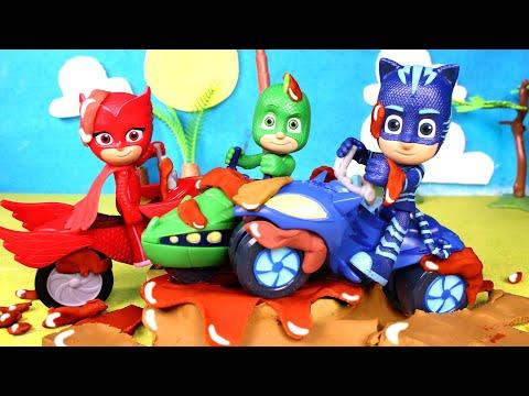 PJ MASKS juegan con las motos en el barro 🛵💦🐾 Vídeos para niños