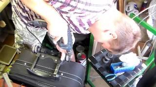 Ремонт ножек и колес на чемодане. Ремонт чемодана