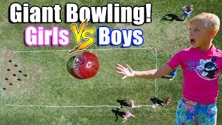 GIRLS VS BOYS! GIANT Bowling!