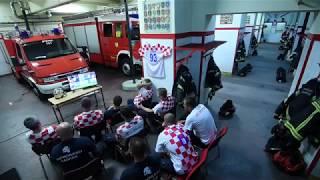 Video: El deber ante todo: La reacción de Bomberos de Croacia ante una emergencia mientras veían el mundial