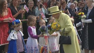 Queen asks German boy dressed as king 'Who are you?'