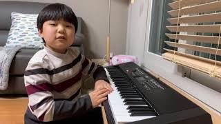 피아노로 파리스라는 노래를 쳐 보았습니다.