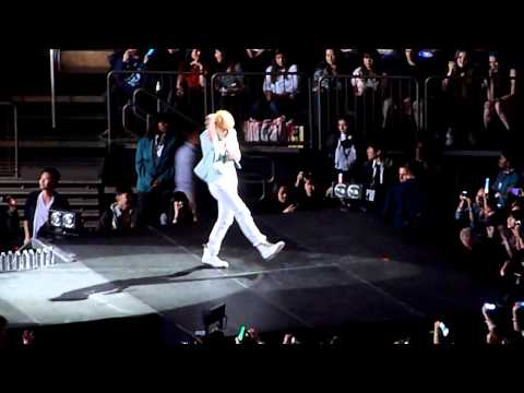 SHINee - Intro, Replay, Get Down & Juliette @ SMTOWN in NYC [fancam]