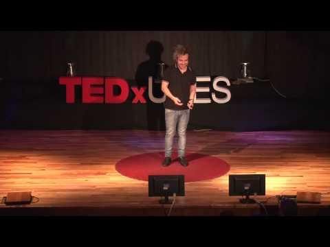 La conexión de la comedia | Félix Buenaventura | TEDxUCES